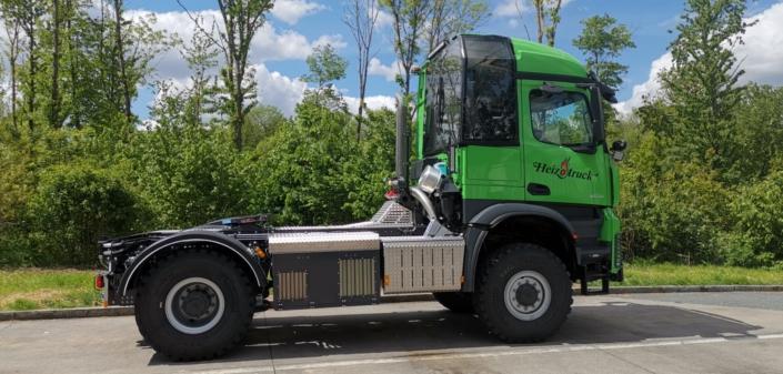 Heizotruck Forst-LKW auf einer Straße