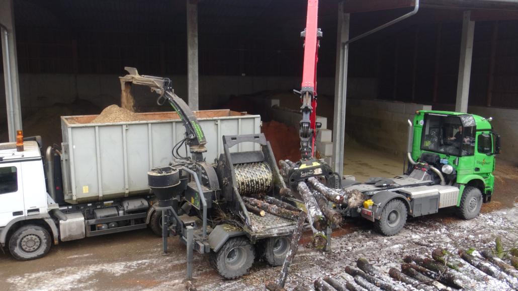 Heizotruck Forst-LKW mit Holzhacker und Palfinger Kran